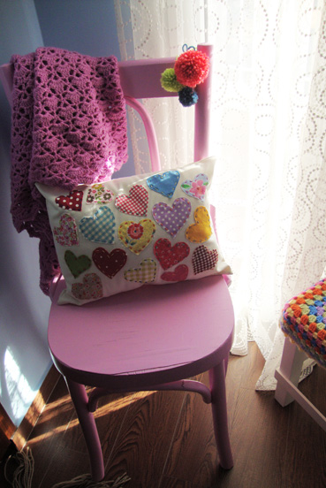 applique-cushion-with-hearts-1